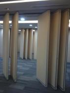 Cari Penyekat ruangan Bisa geser /Penyekat Kantor/Penyekat Ruang Meeting