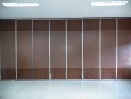 cari penyekat ruangan bisa buka tutup dan kedap suara untuk conference room